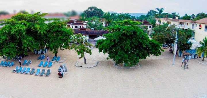 CocoLaPalm Resort